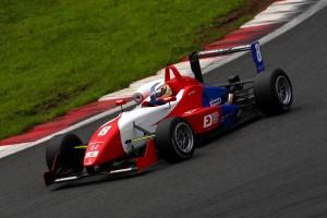鈴鹿市内のチーム「リアルレーシング」が手がける全日本F3選手権用のレーシングカー「ダラーラF307」