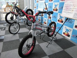 国際交流イベントで自転車 ...